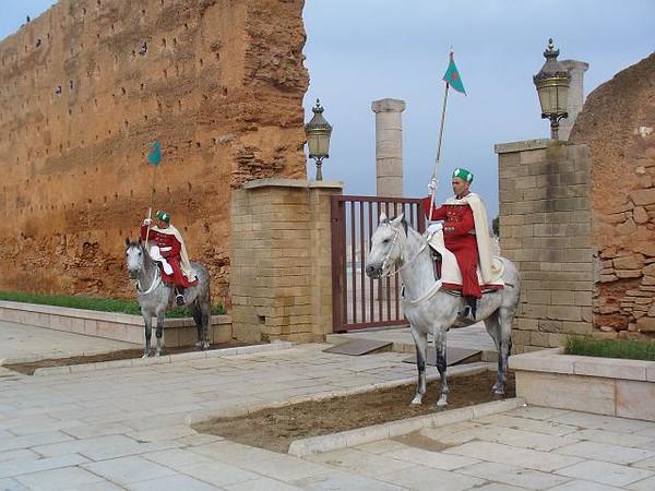 041_Rabat_capitale_du_Maroc_Entree_du_Mausolee_Mohammed_V.jpg