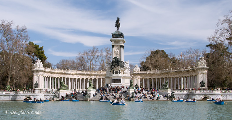 Sun 3/06 in Madrid: Retiro park, monument to Alfonso XII on the Estanque