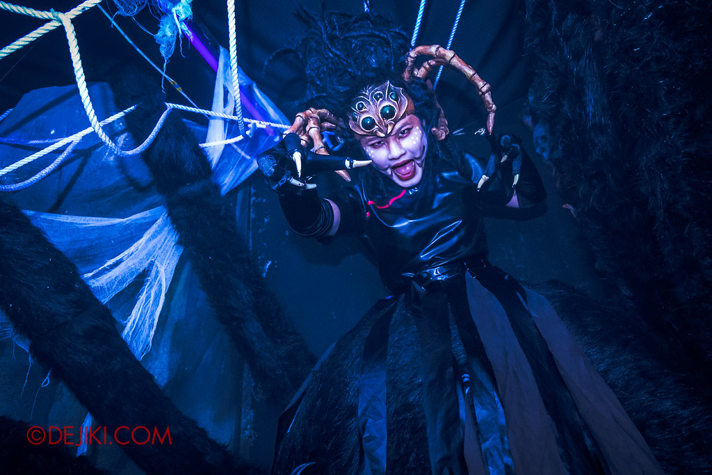 Halloween Horror Nights 6 - Hu Li's Inn / Spider spirit attack