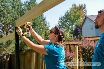 Good Neighbor Fence with Lifetime Posts