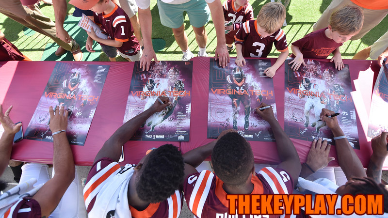 Fans have their posters signed by the wide receiving unit. (Michael Shroyer/ TheKeyPlay.com)