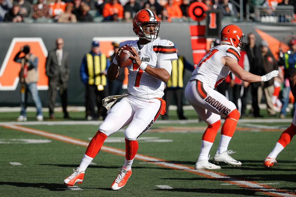 . Cleveland Browns quarterback DeShone Kizer (7) looks to pass in the first half of an NFL football game against the Cincinnati Bengals, Sunday, Nov. 26, 2017, in Cincinnati. (AP Photo/Frank Victores)