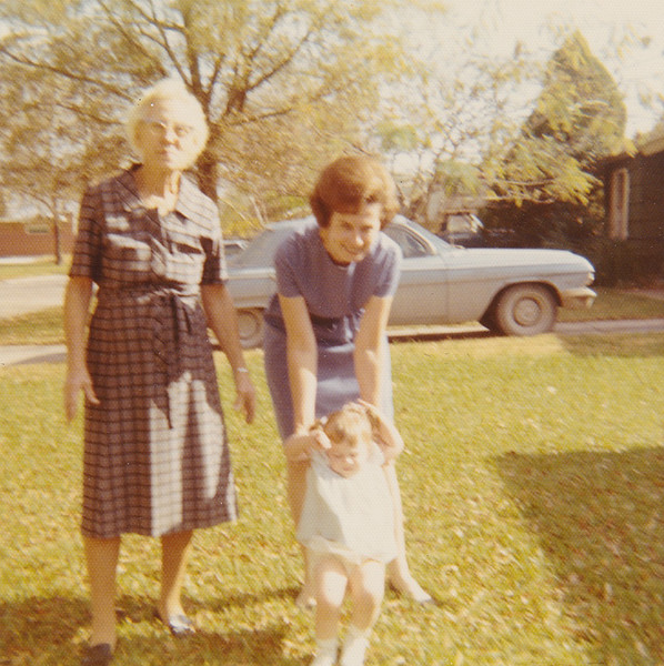 1971 Dotsy and Annie and Patricia.jpg
