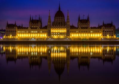 (3) Hungarian Parliament Budapest (sunrise)