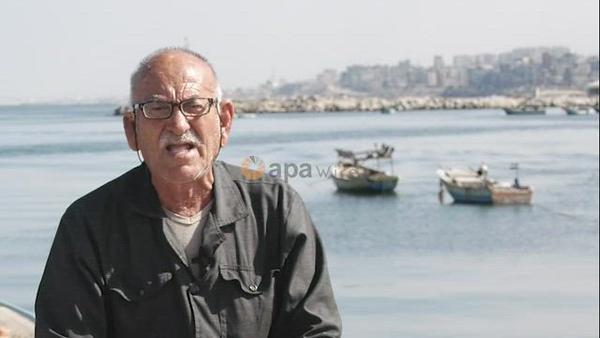Palestinian fisherman, Rashad Al-Hassi, 77, works on his fishing net