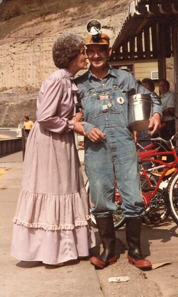 Ethel & Buster Sturgill.jpg