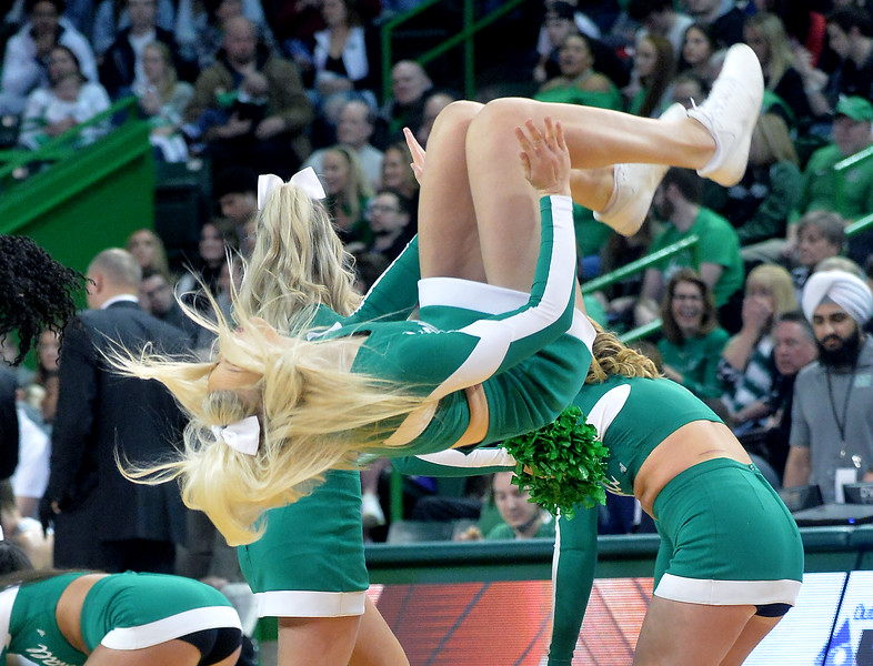 cheerleaders9955.jpg
