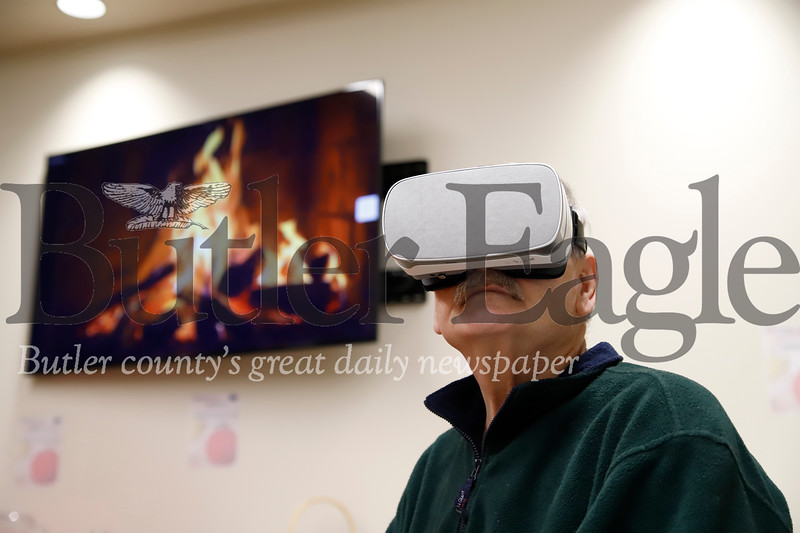 Navy veteran Chuck Jennnings tests out VR goggles at the Butler VA's stress relief workshop Thursday. Seb Foltz/Butler Eagle
