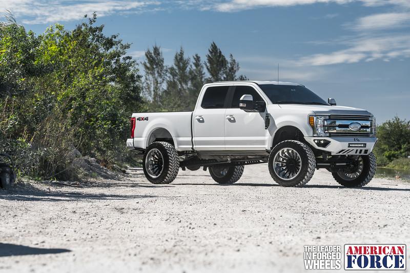 Champion4x4-Juan.S-White-2017-Ford-F250-Polish-Black-24x14-Tactical-Crown-WEB-180131-DSC00158-29.jpg