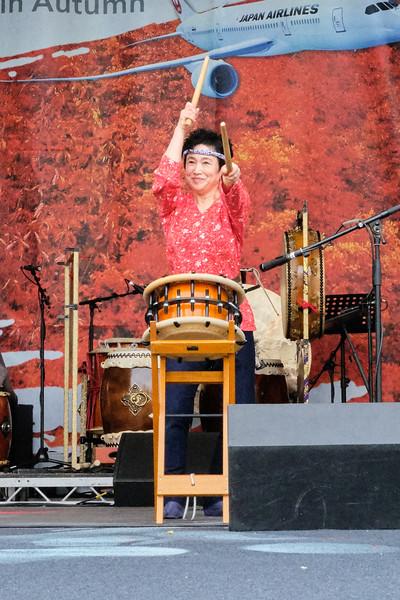 Shishimai odori 'Lion Dance' by the O-HA-YA-SHI Couple 'Reiwa'