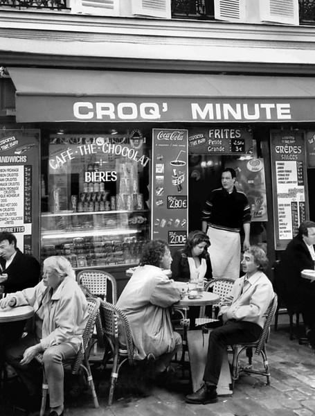 sidewalk dining in Paris, France