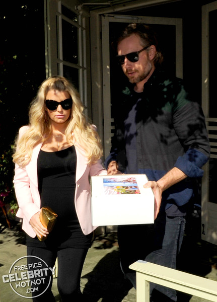Jessica Simpson Leaves a Valentine's Day lunch with Partner Eric Johnson in LA