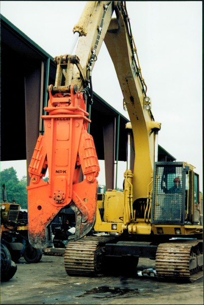 NPK M38K demolition shear on Cat excavator-C&D recycling (1).JPG