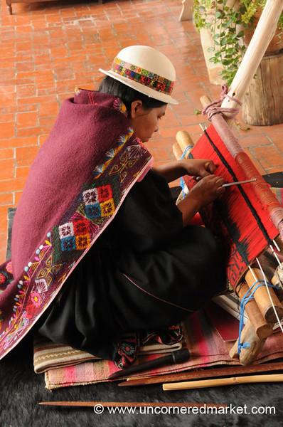 Weaving Jalq'a aqsu - Sucre, Bolivia