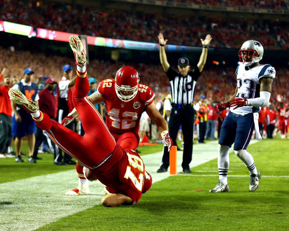 . Travis Kelce #87 of the Kansas City Chiefs scores a touchdown as  Patrick Chung #23 of the New England Patriots defends at Arrowhead Stadium on September 29, 2014 in Kansas City, Missouri.  (Photo by Dilip Vishwanat/Getty Images)
