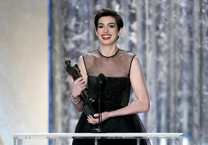 """. Actress Anne Hathaway, from the film \""""Les Miserables,\"""" accepts the award for outstanding female actor in a supporting role at the 19th annual Screen Actors Guild Awards in Los Angeles, California January 27, 2013.   REUTERS/Lucy Nicholson (UNITED STATES  - Tags: ENTERTAINMENT)   (SAGAWARDS-SHOW)"""