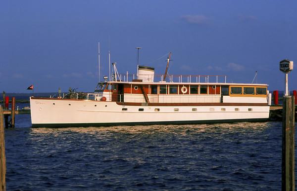 "Trumpy Yacht ""Drifter"" around the ICW"
