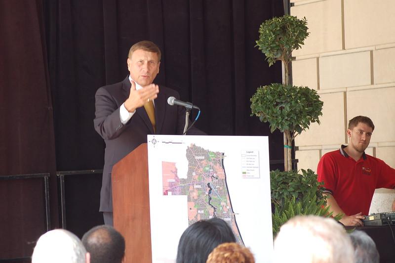John Mica speaks in Downtown Jacksonville about commuter rail.