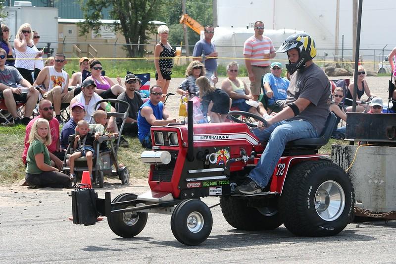 St. Paul Park tractor pull 2013 039.JPG