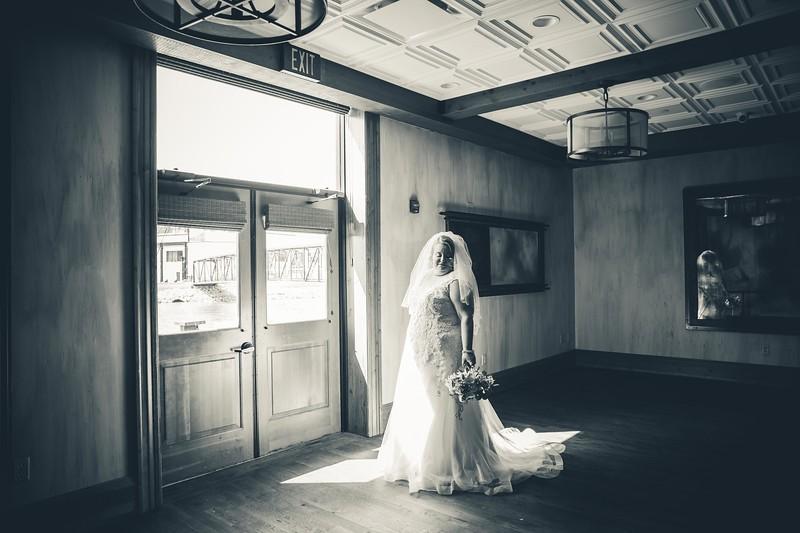 Beloit-WI-Ironworks-hotel-Wedding-Photographere_m_36.jpg