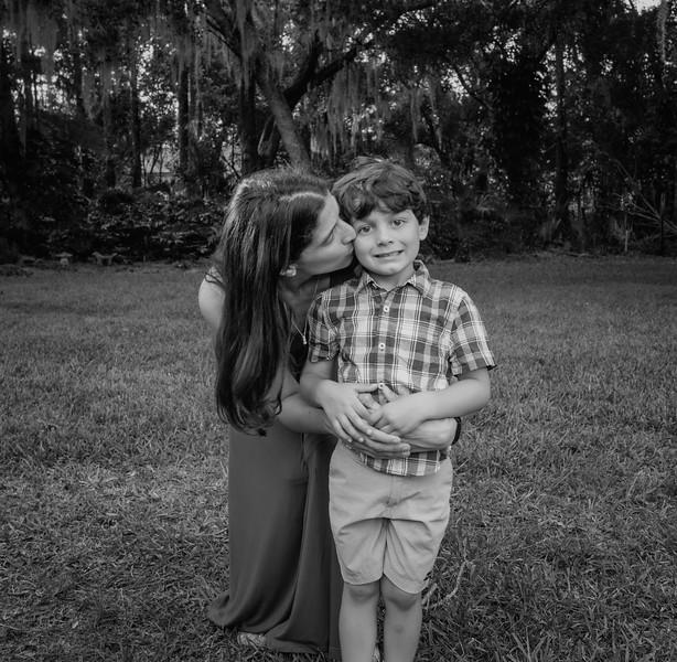 Gennaro shoot extended family Mx&son II b&w.jpg