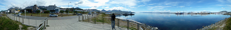 Ushuaia waterfront, 360 degree panorama, 9 images/46 megapixels 2011-01-15 11:20:15 by Nathan Hoover