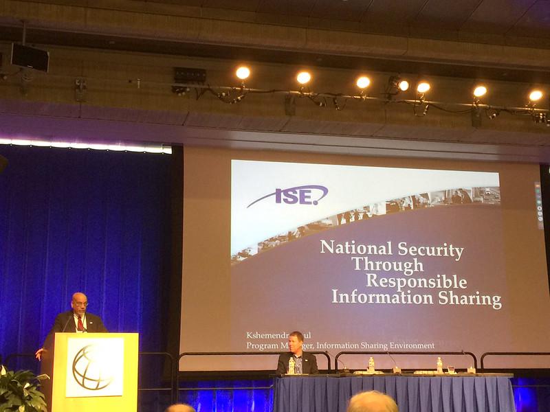 TC閉幕會上,美國資訊分享計劃主持人keynote強調open sharing data 之重要.JPG