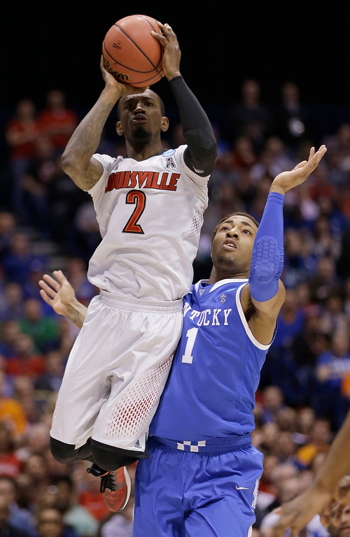 . Louisville\'s Russ Smith (2) shoots past Kentucky\'s James Young (1) during the first half of an NCAA Midwest Regional semifinal college basketball tournament game Friday, March 28, 2014, in Indianapolis. (AP Photo/David J. Phillip)