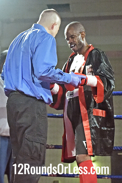 Bout 4 Matt Conway, Pittsburgh, PA, Green/Or/Wht Trunks -vs- Isaiah Robinson, Raleigh, NC, Red/Wht/Blk Trunks, Super Lightweights