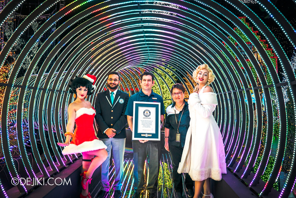 Universal Studios Singapore - Santa's All-Star Christmas 2016 / The Universal Journey - Official Guinness World Record