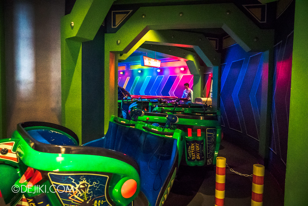 Hong Kong Disneyland Buzz Lightyear Astro Blasters Last Mission - Unload back to Load