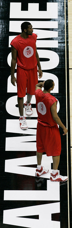 . Ohio State\'s Greg Oden (20) and Ivan Harris (3) participate in practice for their NCAA South Regional basketball game at the Alamodome in San Antonio Wednesday, March 21, 2007. Ohio State will face Tennessee on Thursday.  (AP Photo/Eric Gay)