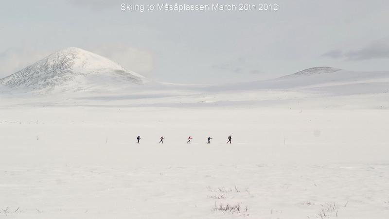 skiing to Måsåplsssen.jpg