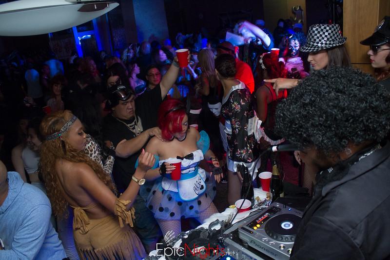 103013 Halloween Suite Party-7153.jpg