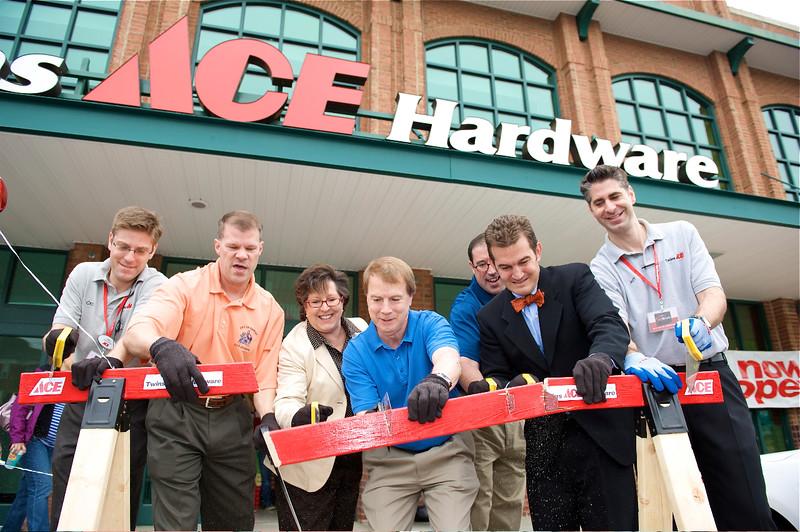 FAIRFAX ACE HARDWARE GRAND OPENING W/ CHAP PETERSEN. FAIRFAX, VIRGINIA. MAY 2011.