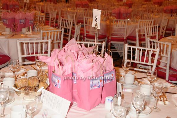 gift bags photo by Rob Rich © 2009 robwayne1@aol.com 516-676-3939