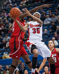 St. John's Red Storm 68 vs Louisville Cardinals 61