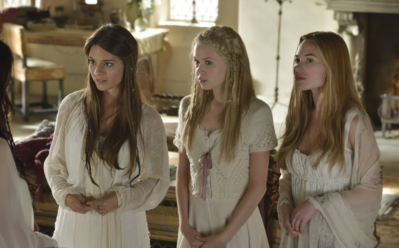 . Pictured (L-R): Caitlin Stasey as Kenna, Jenessa Grant as Aylee and  Celina Sinden as Greer -- Photo: Ben Mark Holzberg/The CW -- © 2013 The CW Network, LLC.