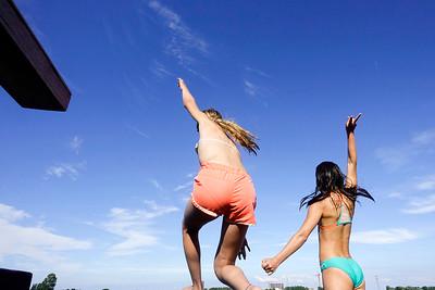 springende meisjes