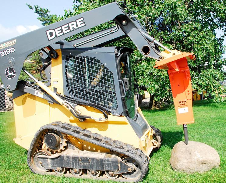 NPK PH2 hydraulic hammer on Deere skid steer (15).jpg