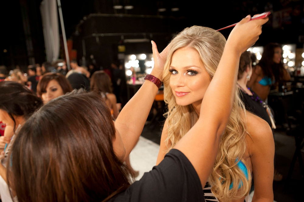 Description of . Miss Australia 2012 Renae Ayris gets her hair done by a stylist backstage during the 2012 Miss Universe Presentation Show at PH Live in Las Vegas, Nevada December 13, 2012.  The Miss Universe 2012 pageant will be held on December 19 at the Planet Hollywood Resort and Casino in Las Vegas. REUTERS/Frank Szelwach/Miss Universe Organization L.P/Handout