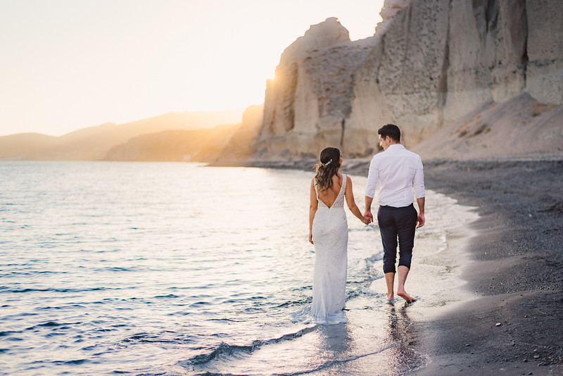photo-shoot-santorini-greece-trash-the-dress-post-wedding-Anna-Sulte-5.jpg