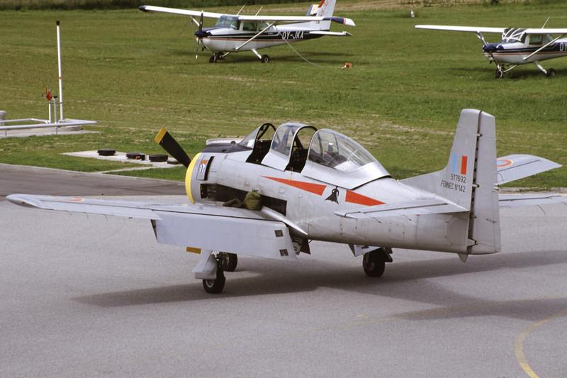 G-TROY-NorthAmericanT-28AFennec-Private-EKSB-2000-06-16-IK-28-KBVPCollection.jpg