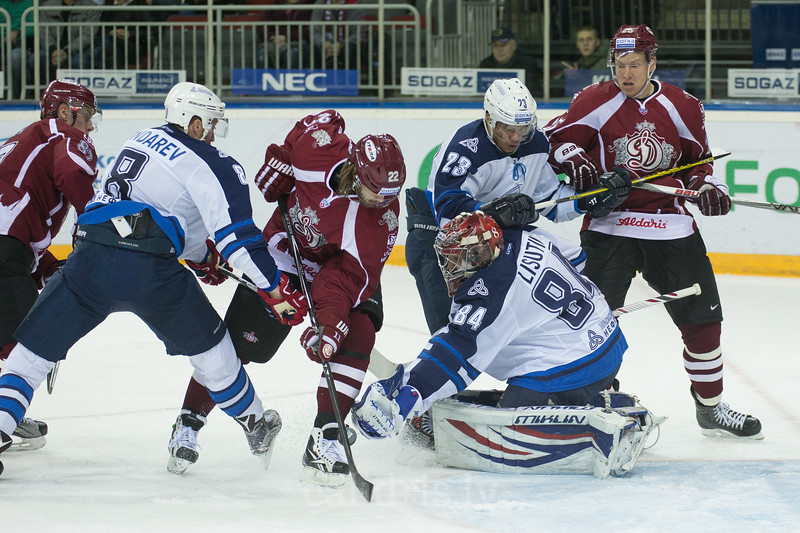 Ville Leino (22) of Dinamo Riga scores the goal