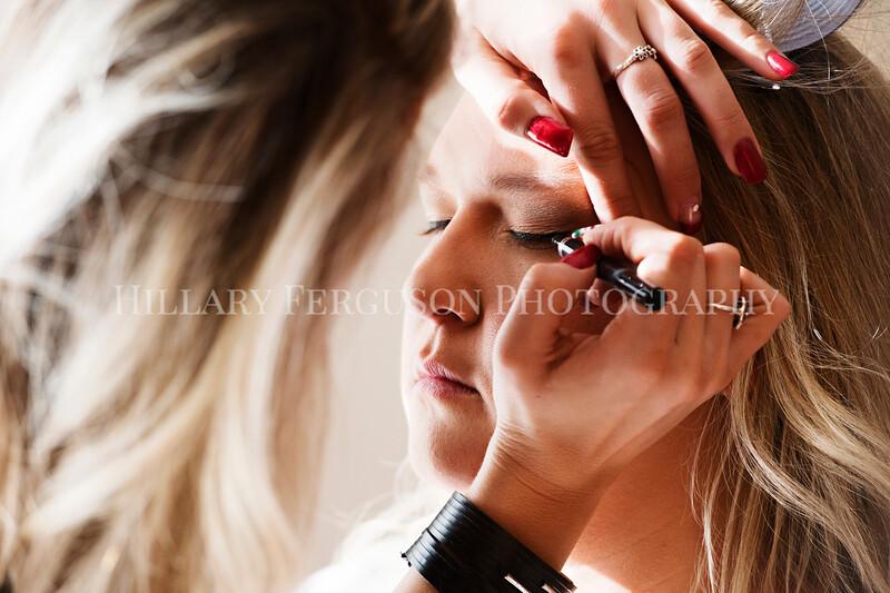 Hillary_Ferguson_Photography_Melinda+Derek_Getting_Ready102.jpg
