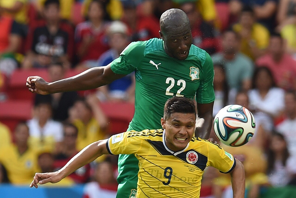 . Ivory Coast\'s defender Souleymane Bamba (top) fights for the ball with Colombia\'s forward Teofilo Gutierrez during a Group C football match between Colombia and Ivory Coast at the Mane Garrincha National Stadium in Brasilia during the 2014 FIFA World Cup on June 19, 2014. AFP PHOTO / PEDRO UGARTE/AFP/Getty Images