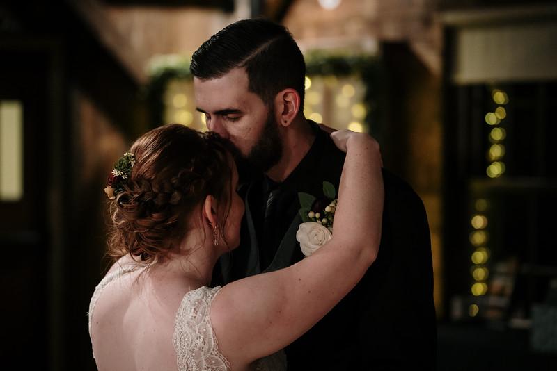 rustic_ohio__fall_barn_wedding-389.jpg