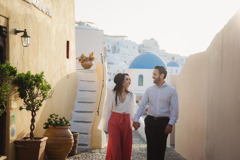 Santorini-photo-session-honeymoon-romantic-trip-2.jpg