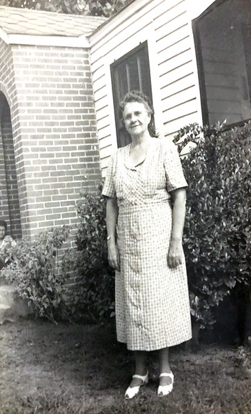 """Had """"Aunt Minnie"""" wrote on the back. I am assuming this is Granny Pearls sister. She had a sister named """"Minnie"""""""