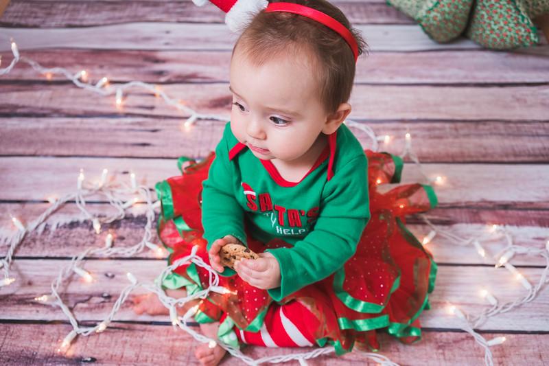 Aubreys1stchristmas-12.jpg